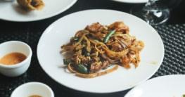 Chinesisch gebratene Nudeln