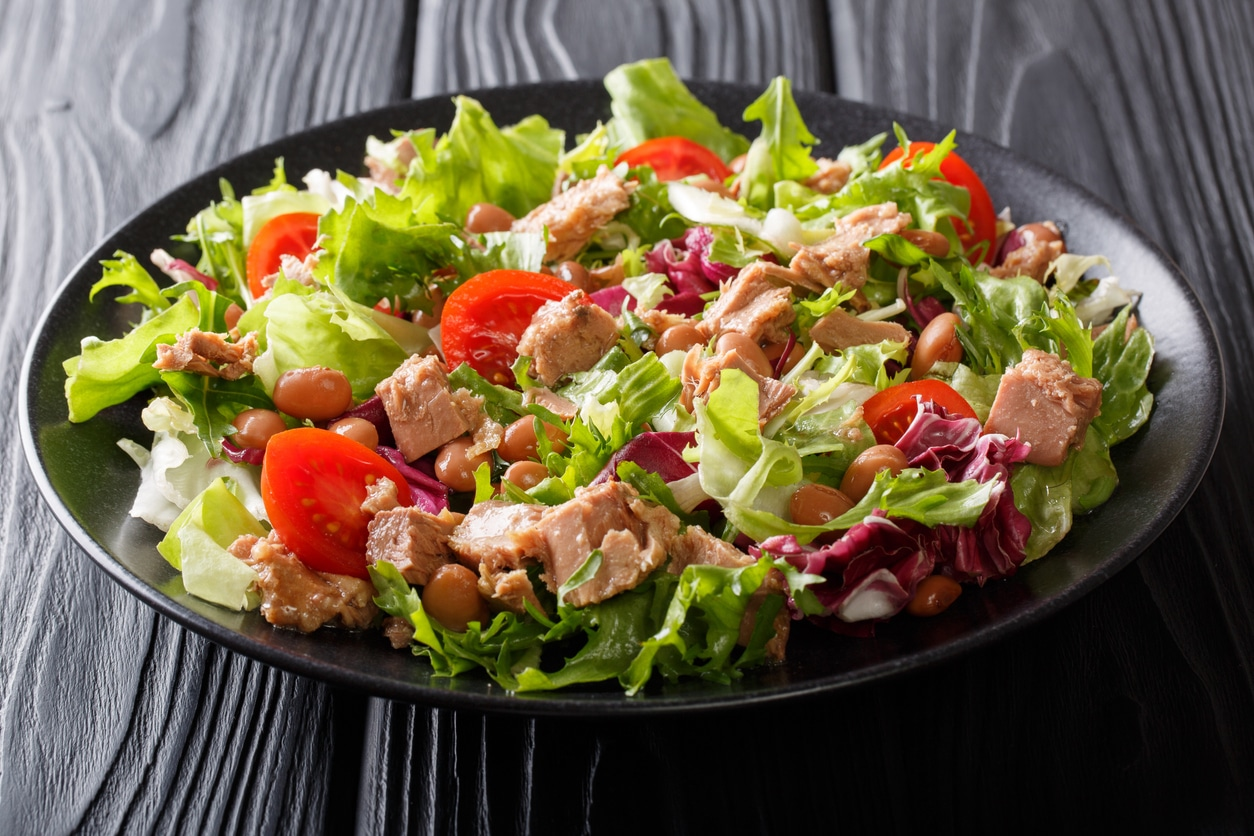 Tomatensalat mit Thunfisch